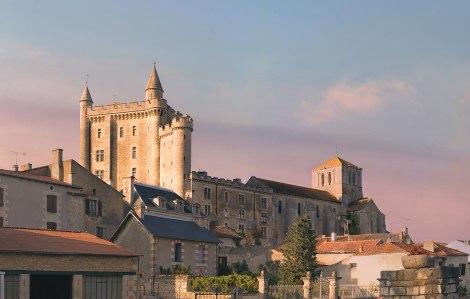 1280px-Château_de_Morthemer_Vue_Nord